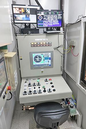 シールドマシンの制御パネル